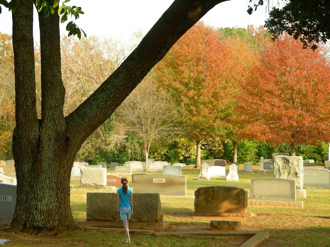 Walking through Oak Grove Cemetery in Historic Nacogdoches